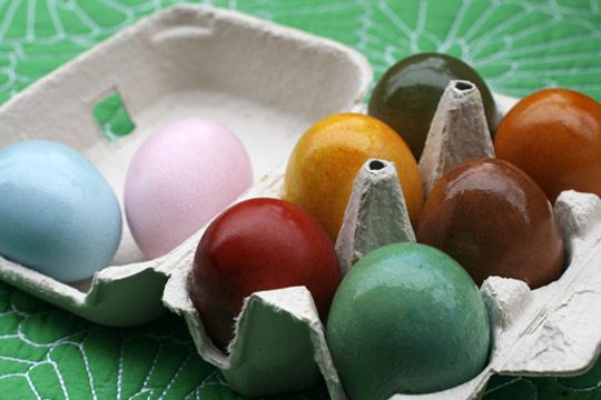Natural Easter egg dyes from non-exotic veggies