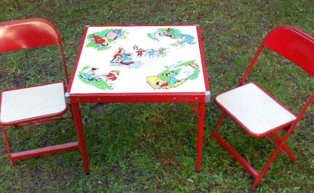 Vintage Childrens Table Chairs Nursery Rhymes Red Metal 21 Tall X 24 5 Square 1950 S 145 00 Via Etsy Childrens Table Kids Folding Table Chair