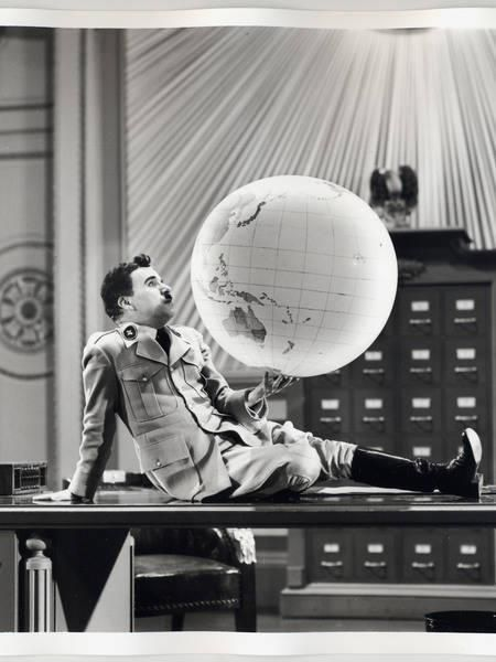 The dance with the globe in The Great Dictator (dir. Charles Chaplin, 1940)