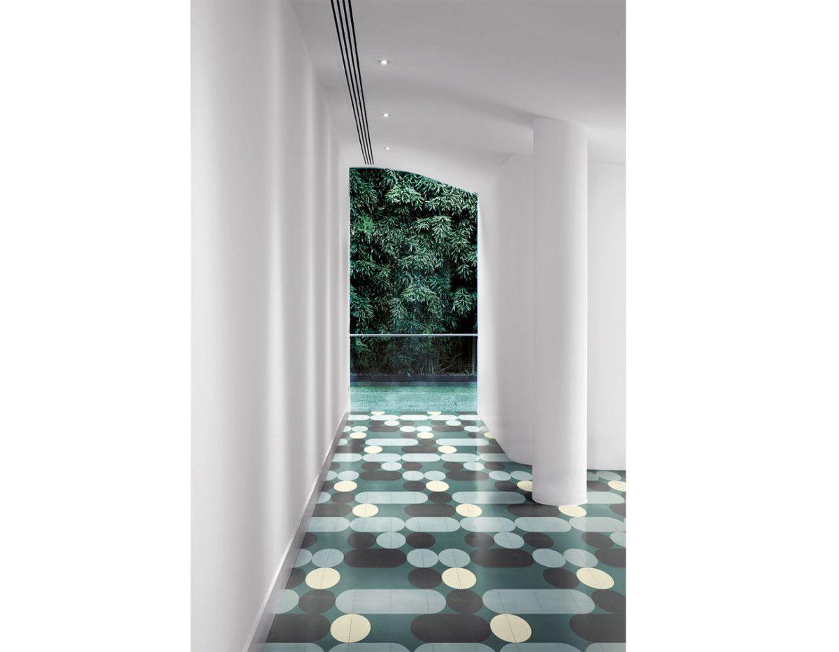 Polyglott und polychrom | Bathroom tiling and India