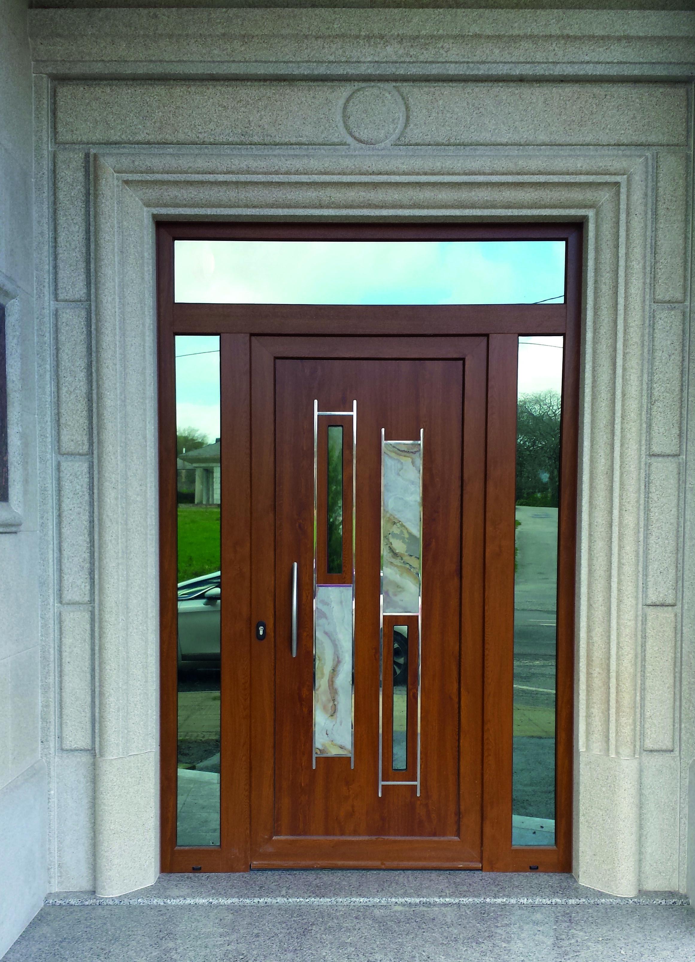 Puerta natura 12 en aluminio foliado roble dorado go con piedra natural y vidrio espejo - Aluminio espejo ...