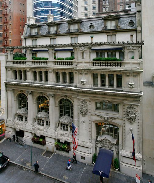 A Beaux Arts Building Worthy Of An Oscar Architecture New York Photos New York Apartments