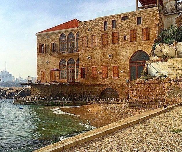 بيوت ومنازل تراثية في مدينة صور جنوب لبنان Tyre South Lebanon Old Photos Travel Dreams Balearic Sea