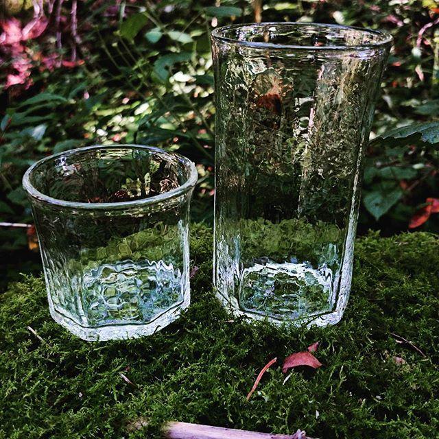 カタログ画像  右G6八角ストレートグラス 左G7八角ロックグラス  作品の寸法、価格はblogで確認出来ます。 Blogのアドレスはプロフィールにあります。  #安土草多  #グラス #吹きガラス #安土草多カタログ #ロックグラス