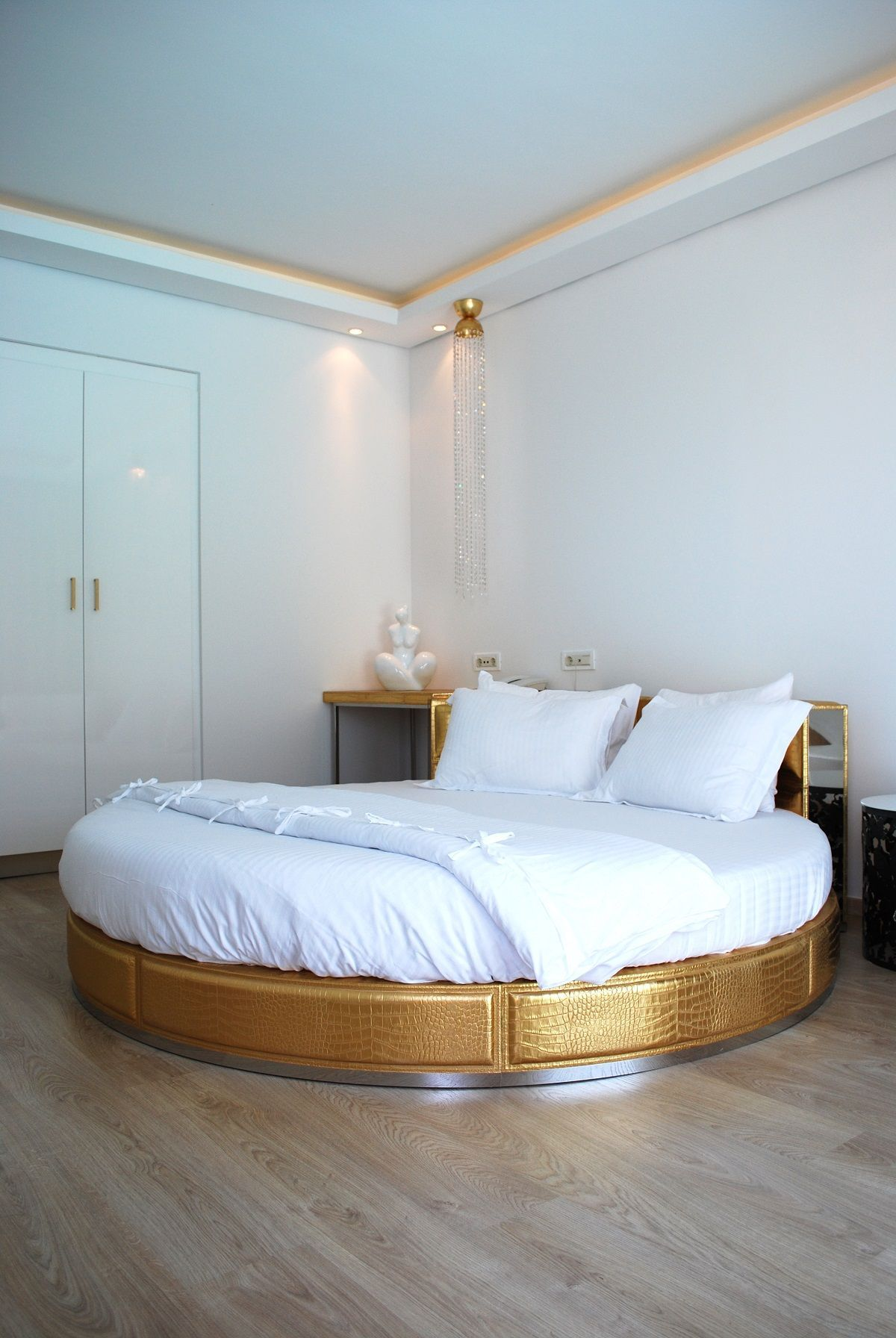 35 Best Modern Round Beds Design Ideas