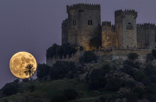 """Folha de S.Paulo on Twitter: """"Espanha vira um dos principais cenários de 'Game of Thrones' https://t.co/M7ZDrlBe3o https://t.co/Lx8eMJ8EPJ"""""""