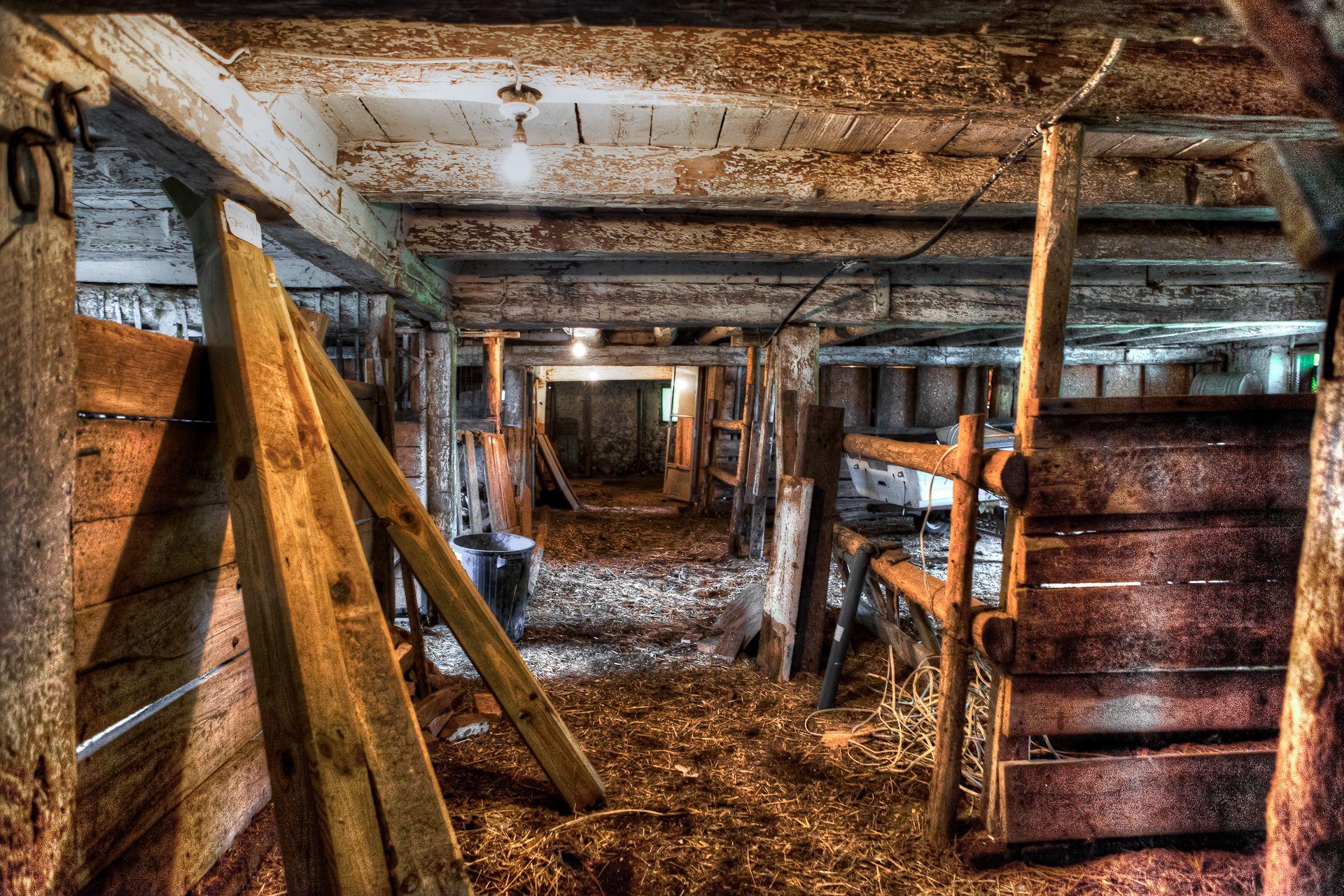 Old Canadian Barn Old barn doors, Old barns, Old barn wood