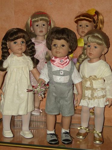 GOTZ photo de famille EMILIE - MARION - VALENTIN - JADE - CAMILLE. www.Lilianedolls.skyrock.com.