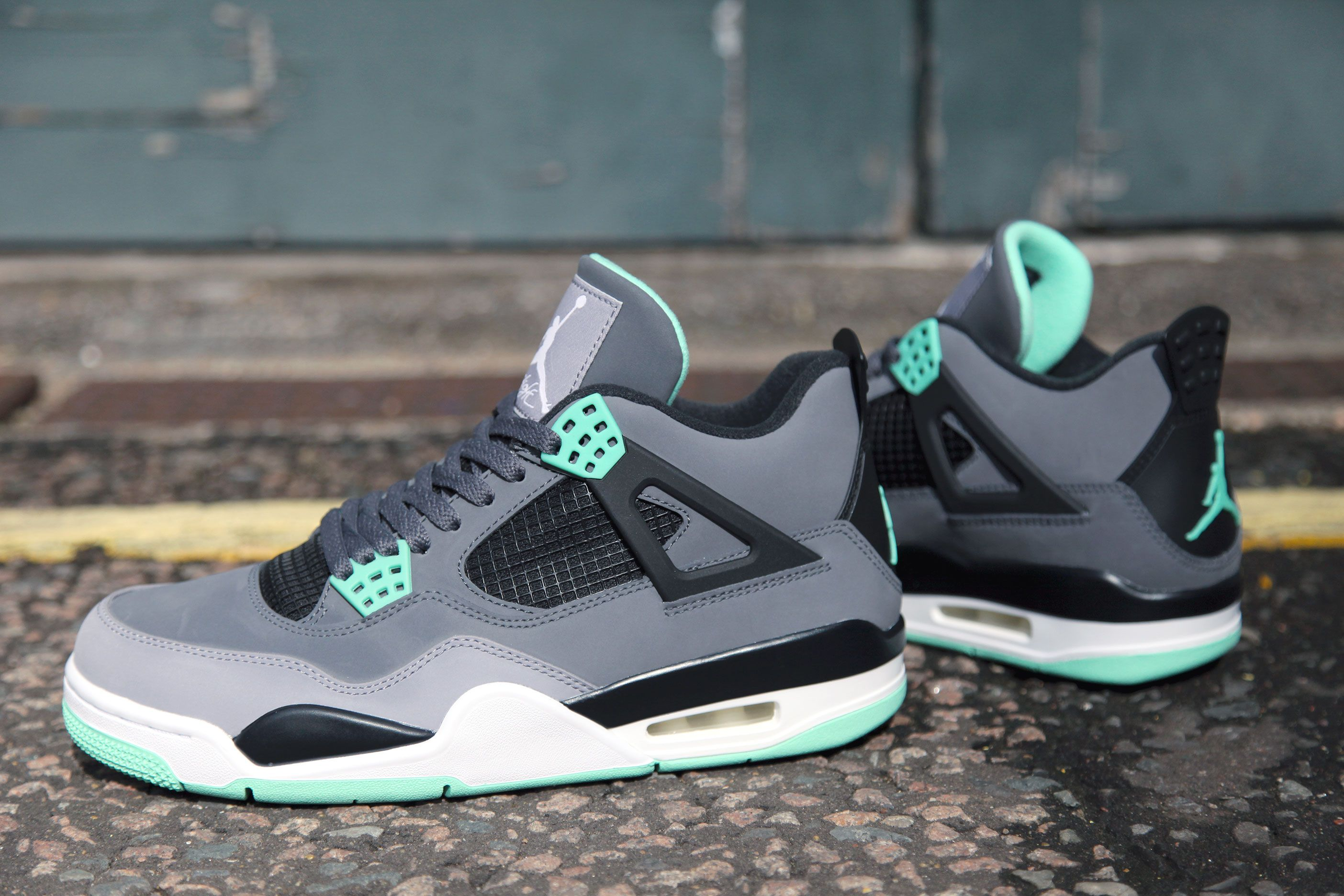 Jordan 4 Green Glow Source: Internet