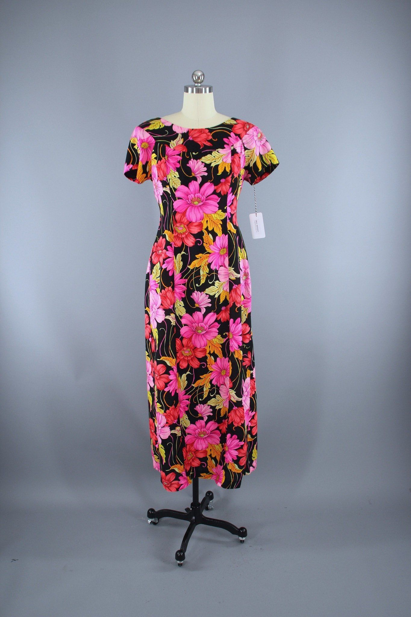 Vintage 1960s Hawaiian Maxi Dress / Black & Pink Floral Print thisbluebird.com #dress #dresses #vintagedress #vintage #vintagedresses #daydress #fashion #vintagefashion #outfit  #thisbluebird