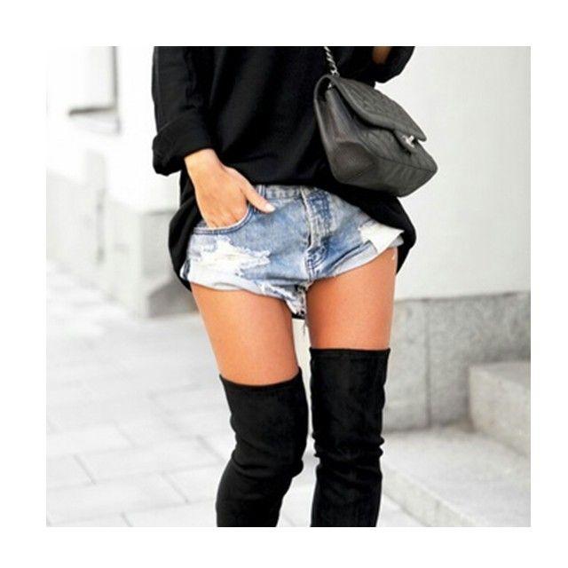 Detalhes de inverno! As botas over the knee voltaram com tudo para mais uma temporada, o que vocês acham?  #fashion #winter #moda #modaparameninas #overtheknee #style #itgirls #fashionblogger #fashionblog #jeans #black #ootd