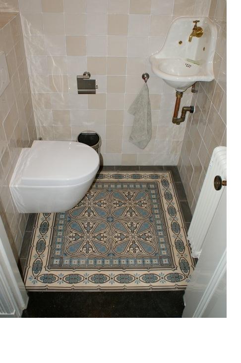 Toilet Encaustic Antique Floor Toilet Met Oude Vloertegels. Collectie FLOORZ Part 74