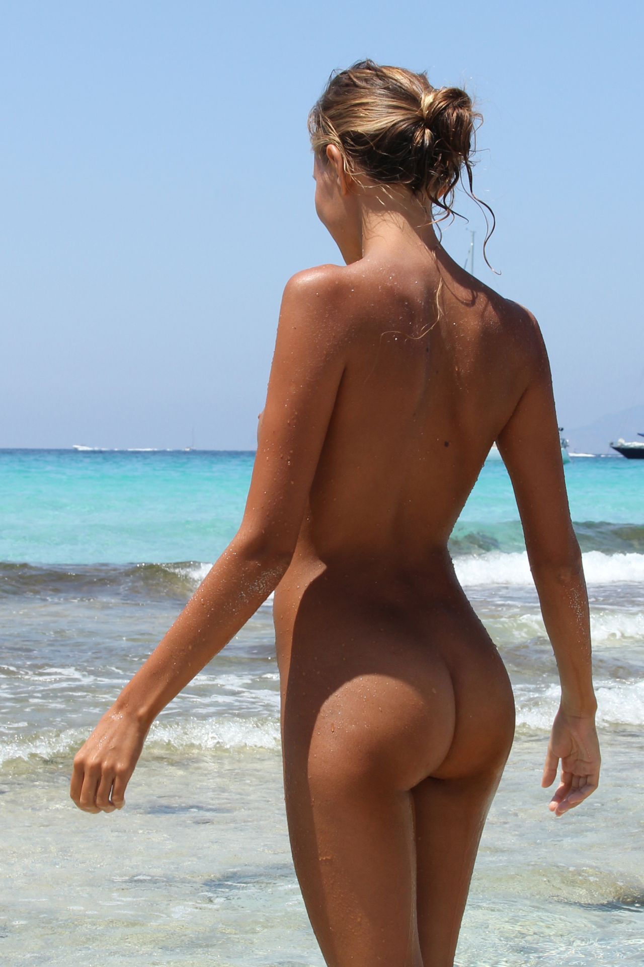 beach girls from behind Nude