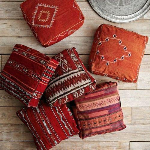 Orientalische Sitzkissen orientalische deko ideen bodenkissen sitzkissen rötlich geometrische