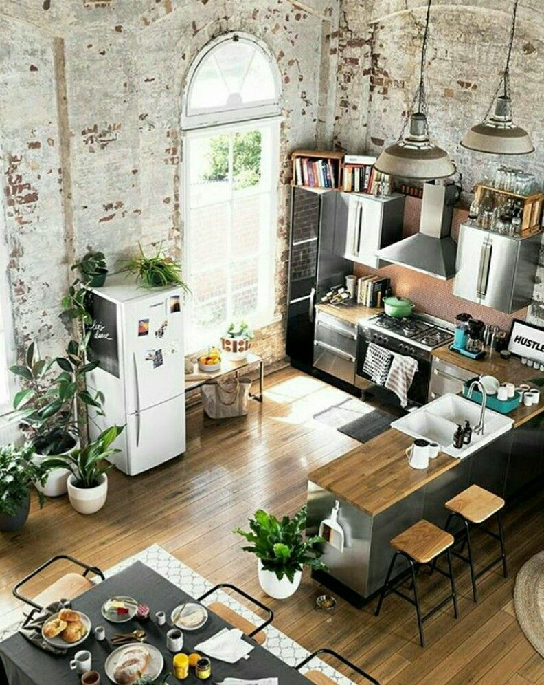 Esprit loft pour cette cuisine ouverte sur la salle  manger kitchen industrial interior also pin by maya lofgren calles on for the home house design rh pinterest