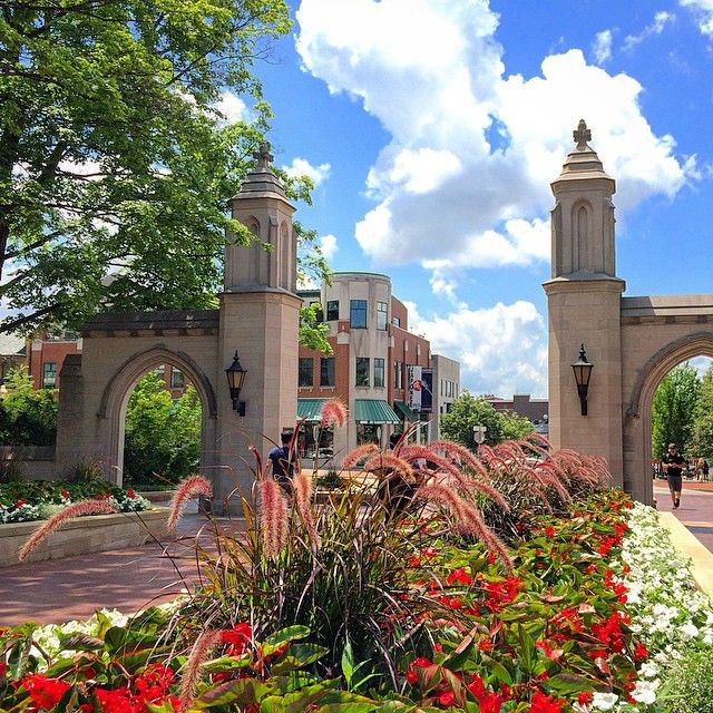 Looking Down Kirkwood Avenue From The Sample Gates It S Easy To See The Attraction Of Summer A Indiana University Indiana University Bloomington College Visit