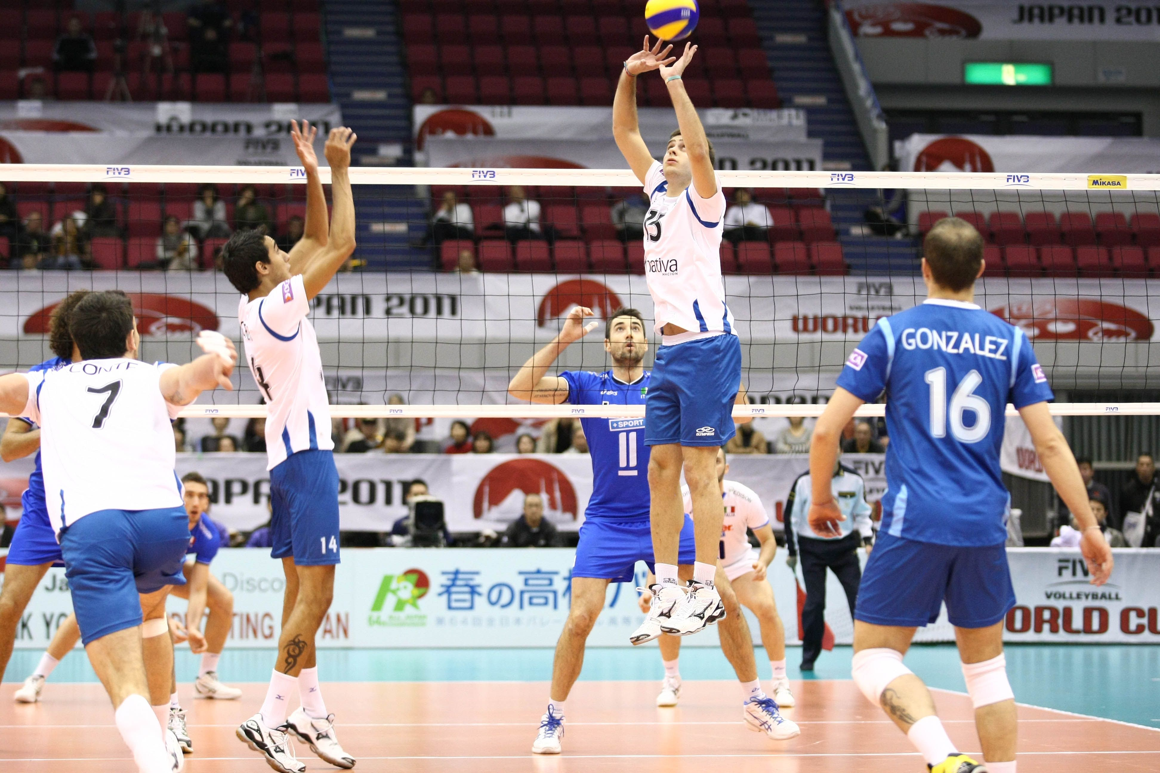 Argentina S Luciano De Cecco 15 Sets Pablo Crer 14 Volleyball Volley Basketball Court