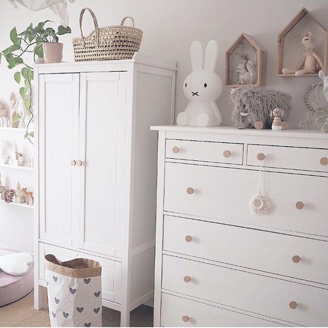Ikea Hemnes und Ikea Sundvik erstrahlen mit runden naturfarbigen Möbelknöpfen von www.MeinGriff.de in neuem Glanz. #ikeakinderzimmer