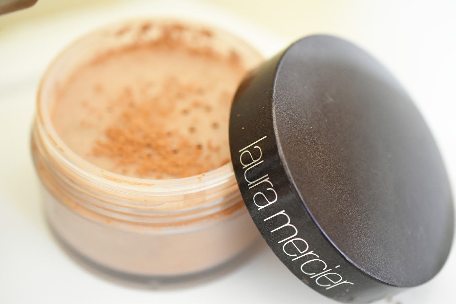 Laura Mercier Translucent Loose Setting Powder Review in