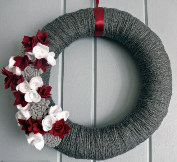 Yarn wreath and felt flowers - love the colors, and would like to try this with crocheted flowers instead of felt