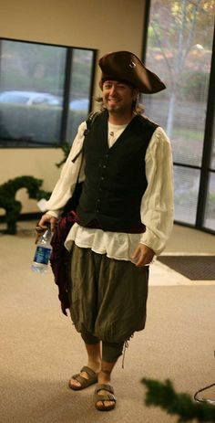 Men S Pirate Costume Looks Pretty Do Able