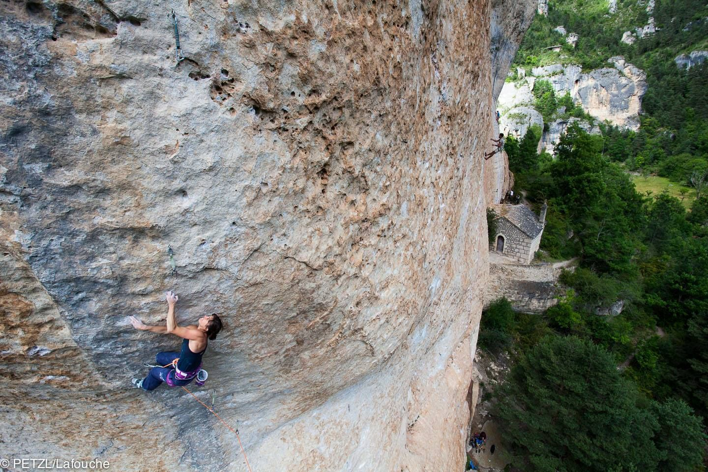 """The wonderfull Nina Caprez in """"Tennesse"""" (8b), #RocTrip @ Gorges du Tarn - by Couleur Caillou"""