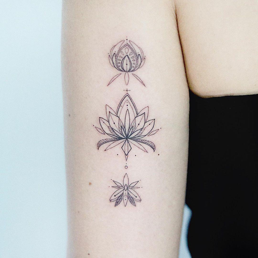어울리는 부위에 받아주셔서 감사해요🖤 - - - - - - - - #tattoo #tattoos #tattooart#tattooflash #tattoodesign#tattooed#ink #inked  #tattooist #illustration#linework  #문신#art#연꽃타투#기하학타투#팔타투#smalltattoo#littletattoo#타투#디자인#스케치#일러스트#그림#타투도안#라인타투#여성타투#만다라타투#도안#타투이스트유지#꽃타투