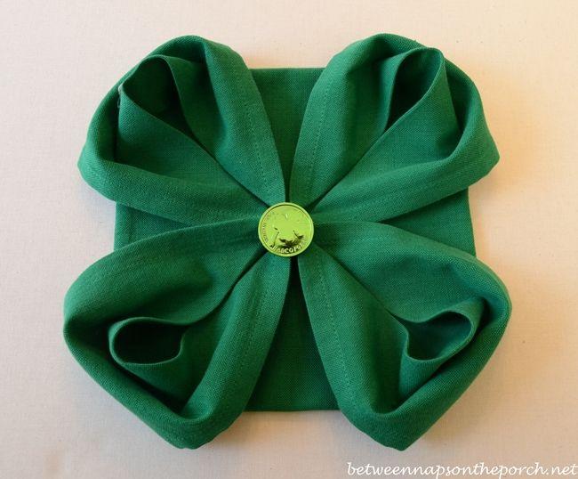 4 Leaf Clover Napkin Fold For St Patrick S Day Table Setting Napkin Folding St Patrick S Day Decorations Napkins
