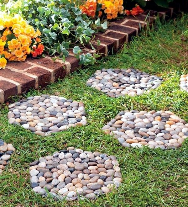 DIY Stone Decor To Make Your Garden Look Like A Professional Has Did It - The ART In LIFE   Garden Stepping Stones, Stone Garden Paths, Landscaping With Rocks