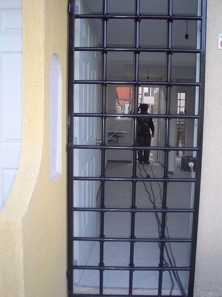Protecciones de herreria rejas puertas portones etc - Puertas de hierro para jardin ...