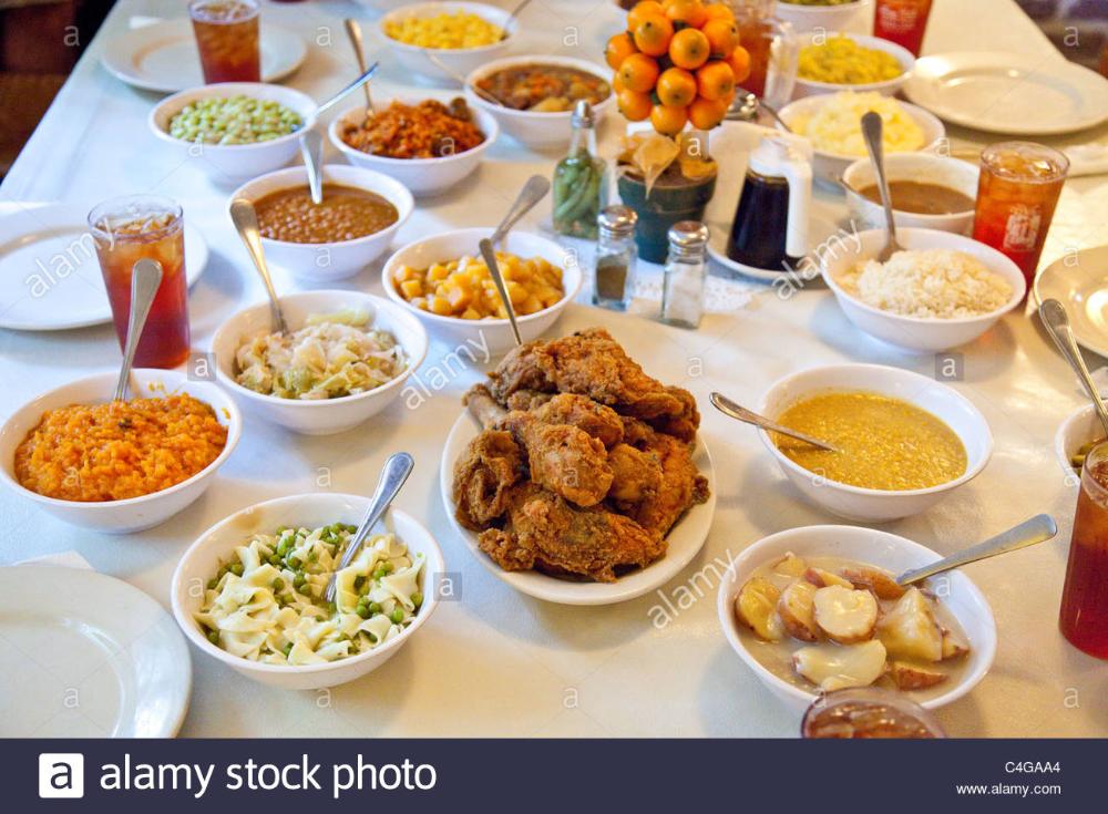 Mrs Wilkes Dining Room Savannah Ga In 2020 Dining House Restaurant Dining Room