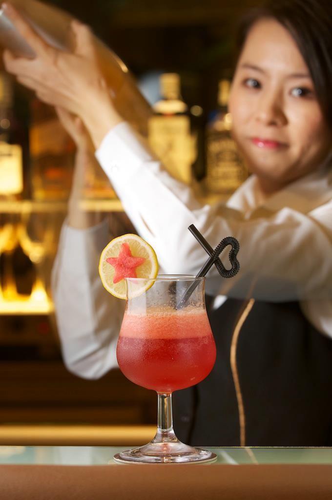 Drinkls at Vino Veritas Lounge
