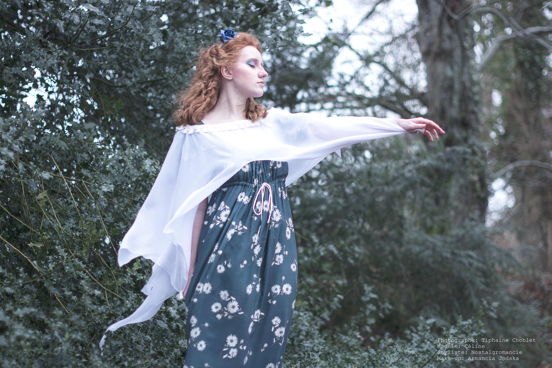 Fantasy, romantic daisy dress inspired 1820's with a chiffon shawl  Model: Caelina Photographer: DistinC'Tiph photography Make-up artist: Jodska Armancia Uchronia Stylist: Nostalgromancie