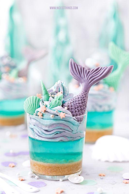 Meerjungfrau Dessert mit Meerjungfrauen Flossen & blauer Götterspeise zur Mermaid Party – Nicest Things  – Cremespeisen / Desserts