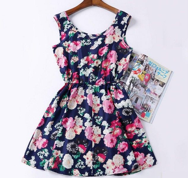 9b454f09f54 Dámské krátké letní šaty levné s kytkami černé – Velikost L Na tento  produkt se vztahuje nejen zajímavá sleva