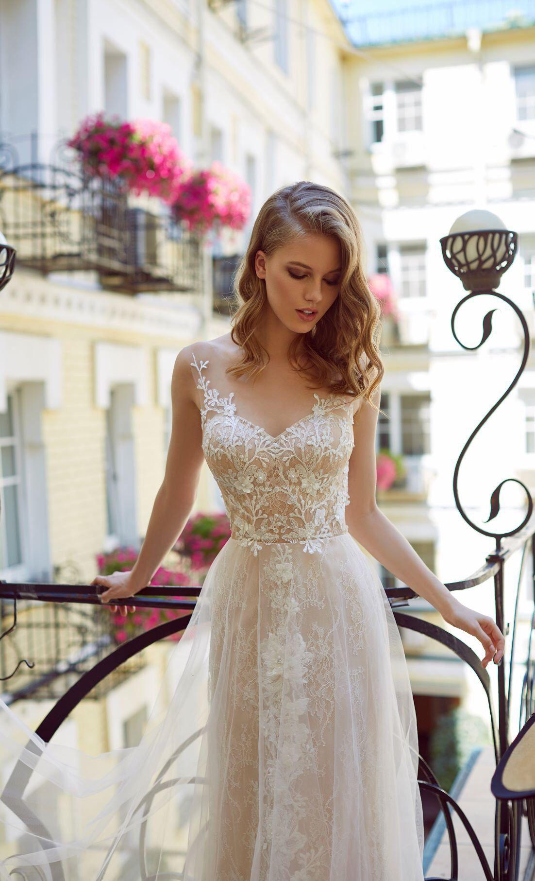Delicate Lace Wedding Dress Floral Bridal Gown Romantic Bohemian