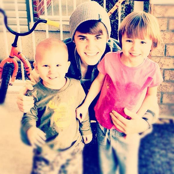 "Justin Bieber: ""Spending time with family - feels really good. Going to get to see these smiles on Christmas."""