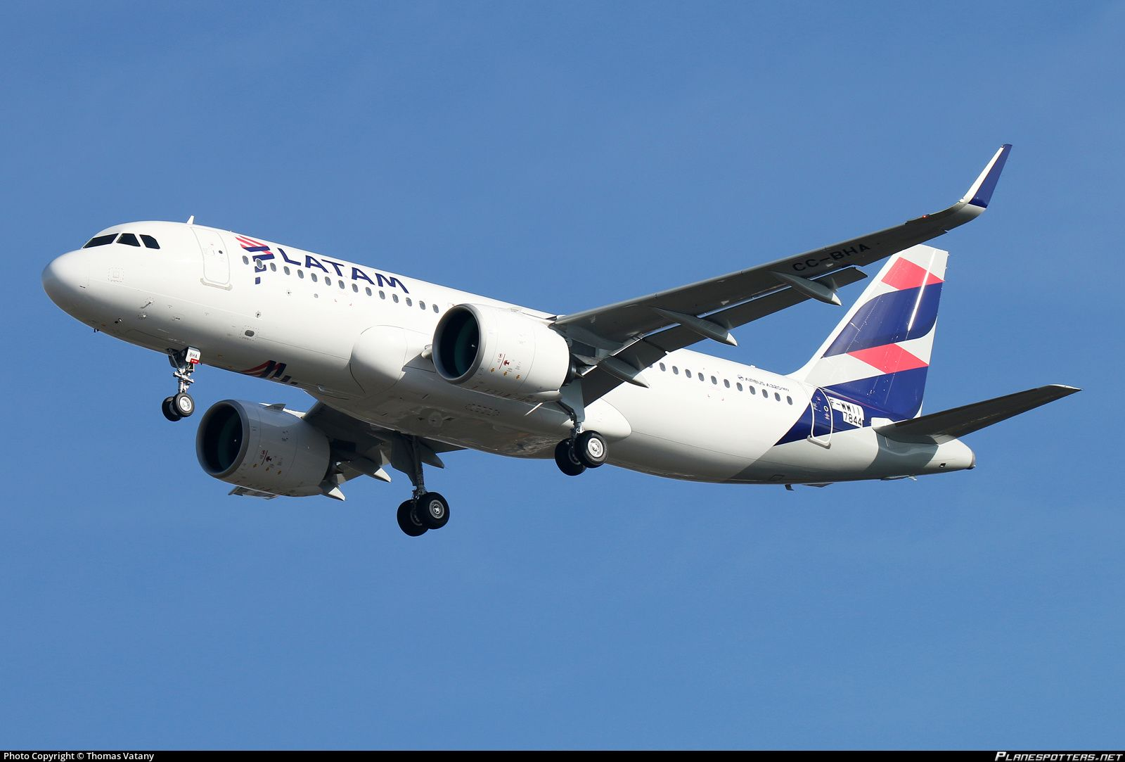 F-WWII LATAM Airlines Chile Airbus A320-271N Photo by Thomas Vatany   ID