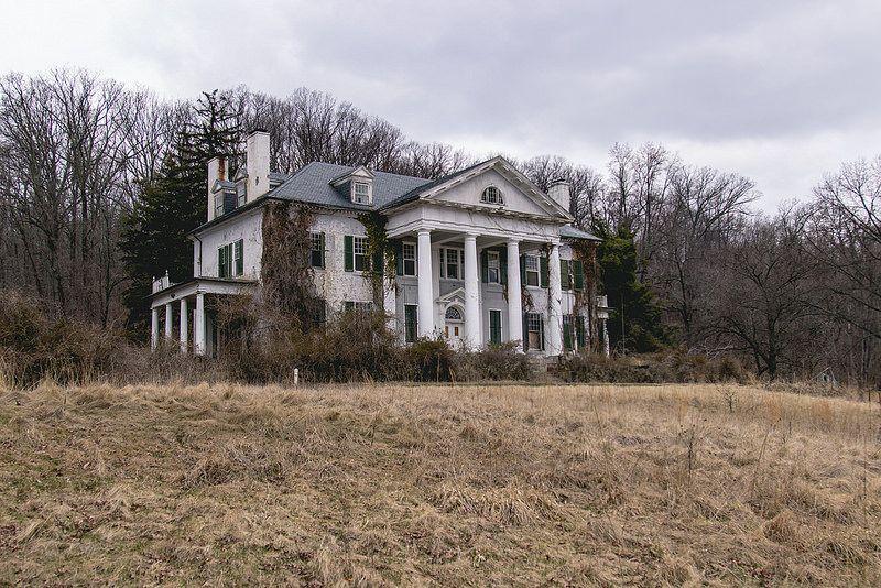 Abandoned Mansion/Plantation | by tommybaboon