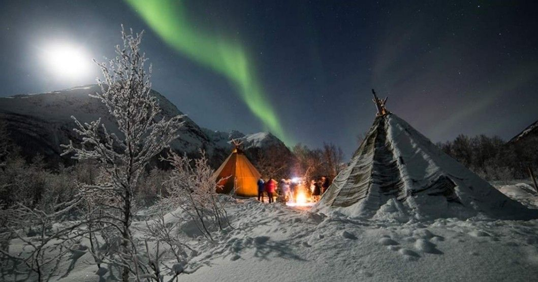 Pin By Pacielli On Northern Lights Winter Scenery Tromso Northern Lights
