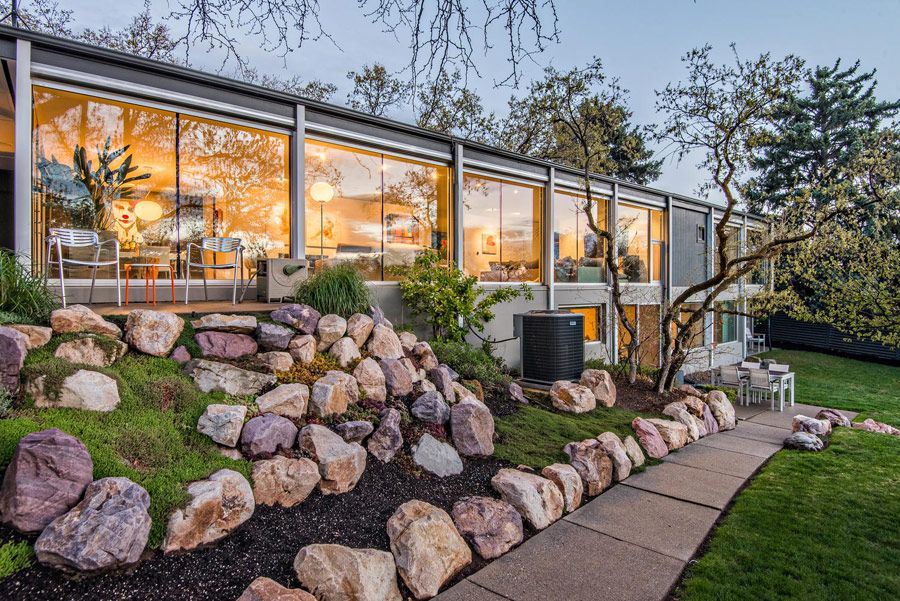 This Ed Dreier mid century home in Salt Lake City just hit the market and it is a piece of art. It is stated that most of Ed's client trusted him