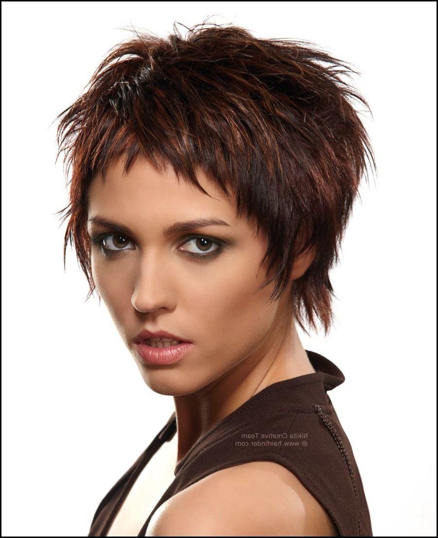 Kurze Frisur Mit Fransen Und Fetziger Struktur In Dunkelbraun Mit Meine Frisuren Kurzhaarfrisuren Haarschnitt Kurz Freche Kurzhaarfrisuren