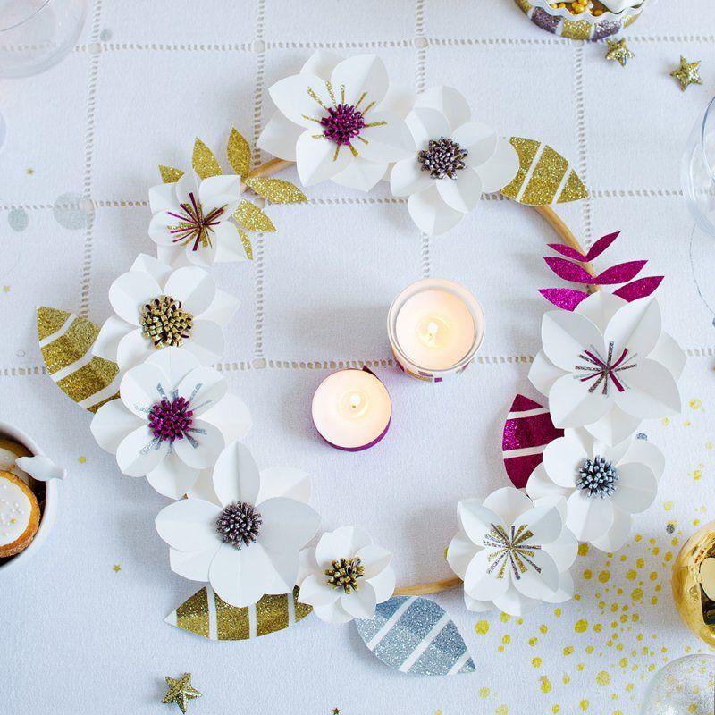 no l fabriquer une couronne de fleurs en papier couronnes de fleurs en papier no l diy et. Black Bedroom Furniture Sets. Home Design Ideas