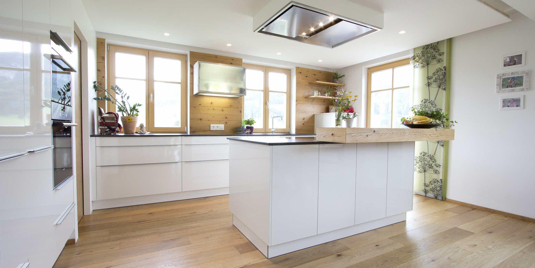 Weiße, zeitlose ewe Küche (c) Küchenstudio Laserer | Echte ...