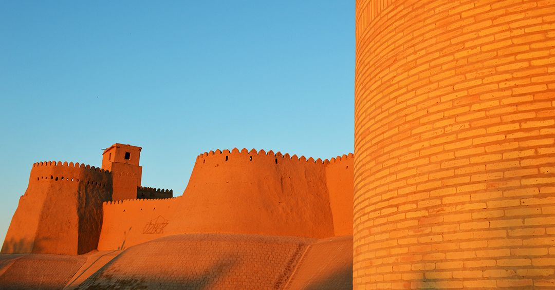 TRAVEL MEMORIES Uzbekistan, le mura di Khiva 24 marzo 2019 . #viaggiare #viaggio #travel #viaggi #avventure #travels #viaggiaresempre #travelgo #wanderlust #viaggiatori #lifeintravel #travelstyle #viaggiarechepassione #travelling #igtravel #traveltips #bigmama #viaggiatore