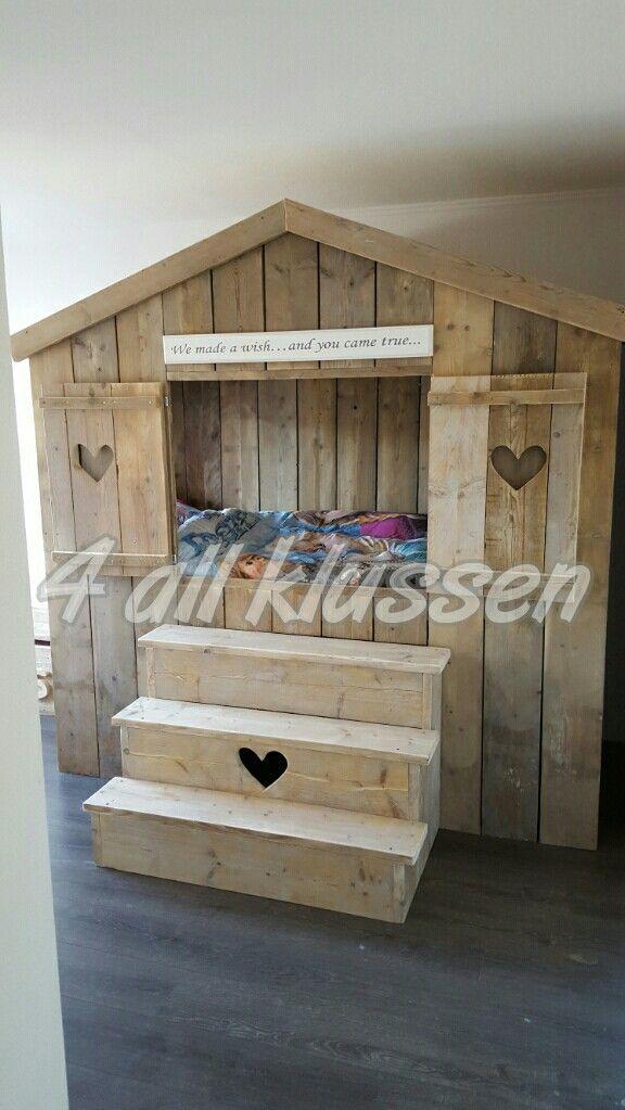 steigerhout huis bed met hartjes ideeà n slaapkamer pinterest