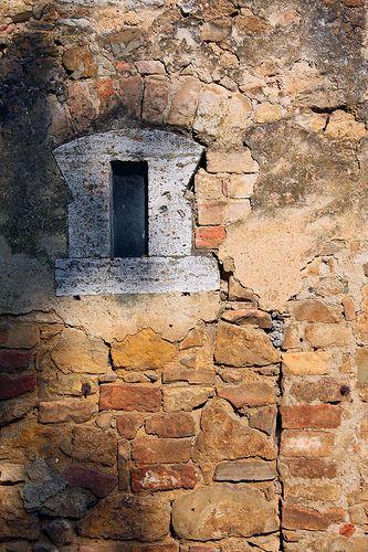 San Quirico garden window #TuscanyAgriturismoGiratola