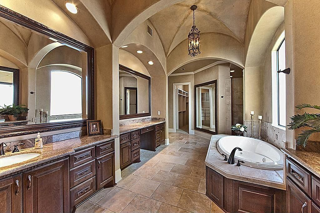 Mediterranean master bathroom found on zillow digs what for Bathroom ideas zillow