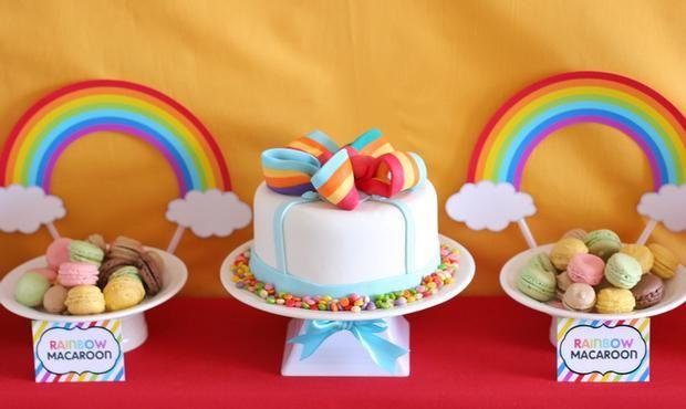 Una tarta decorativa para una fiesta arcoiris / A decorative cake for a rainbow party