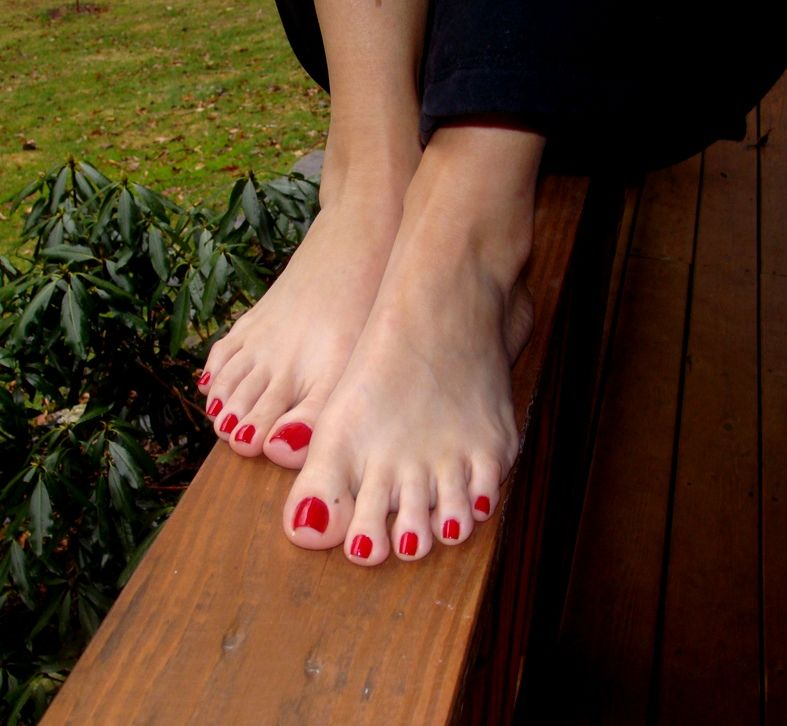 Black Nail Polish Foot: Can't Go Wrong With Red Toe Nail Polish